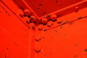Pillar-Box red lift